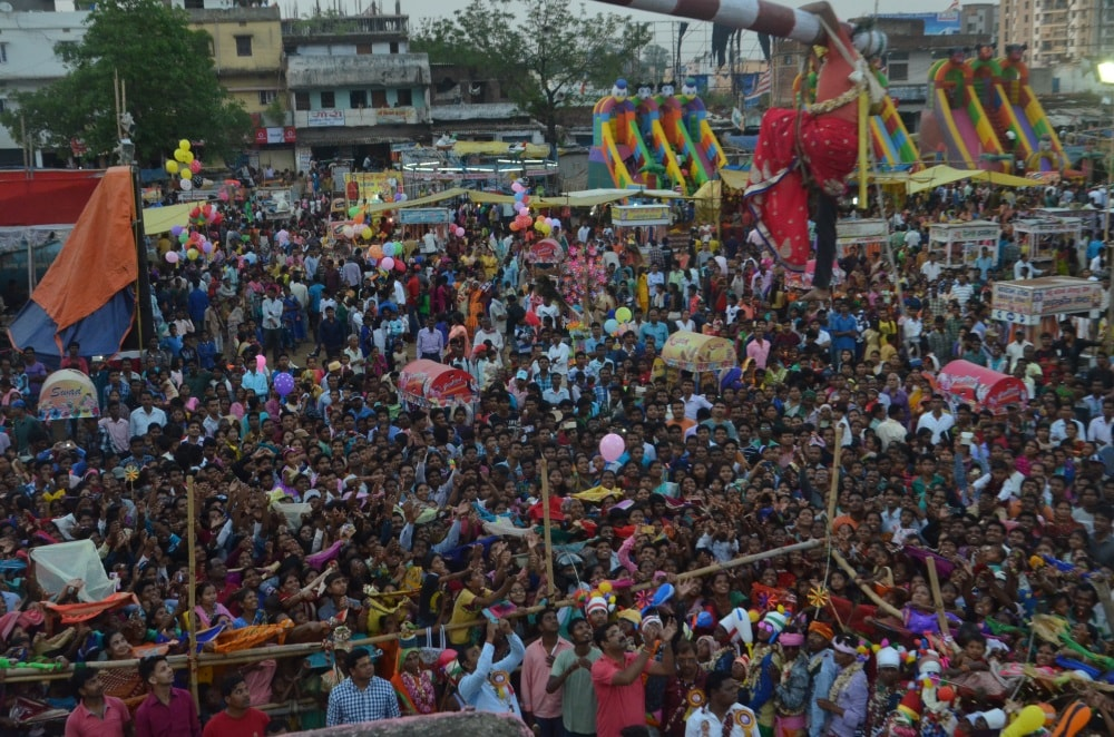 Praying for heavy monsoon,tribals celebrate Manda in Ranchi