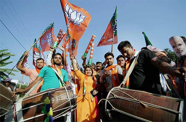 Modi govt nullifies Article 370:BJP celebrates,JMM holds 'Akrosh' rally