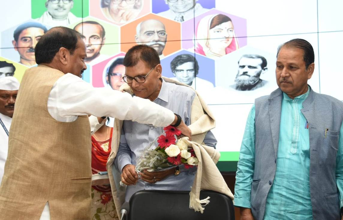 to-promote-hindi-language-j-khand-going-to-have-bhasa-academy-soon