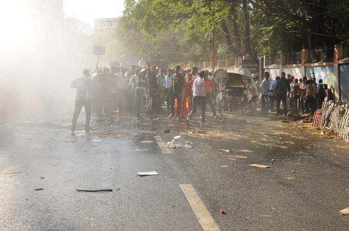 Police fire tear gas at students protesting against JPSC in Ranchi
