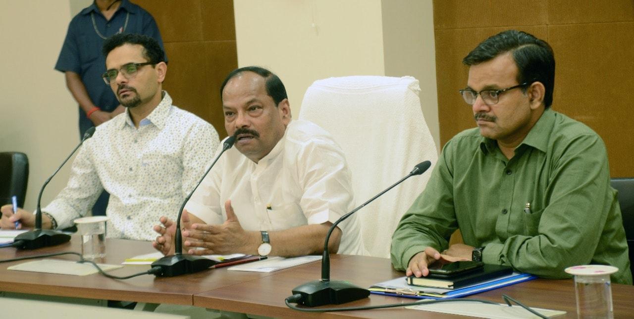 ग्रामीण विद्युतीकरण के काम में कोताही बरतने वाली तीन कम्पनियों को समीक्षा बैठक में दी गई कड़ी चेतावनी