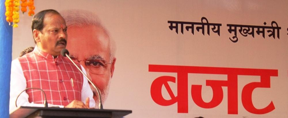 मुख्यमंत्री रघुवर दास ने पाकुड़ में किया बजट पूर्व संगोष्टि में लोगों को संबोधित