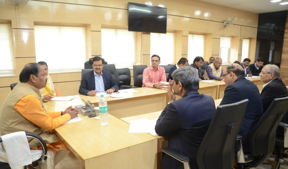 पावर प्लांट अपने सभी निर्माण कार्य निश्चित समय सीमा में पूरा करे-मुख्यमंत्री