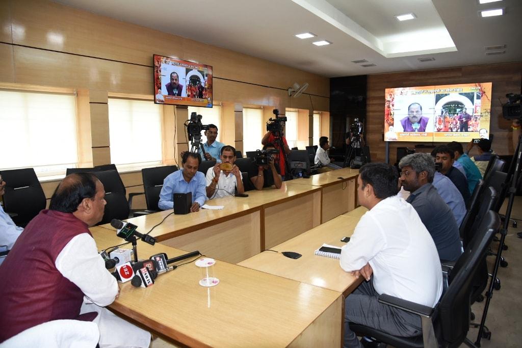 सीधी वार्ता में मुख्यमंत्री ने कांवरियों से सीधी बात की