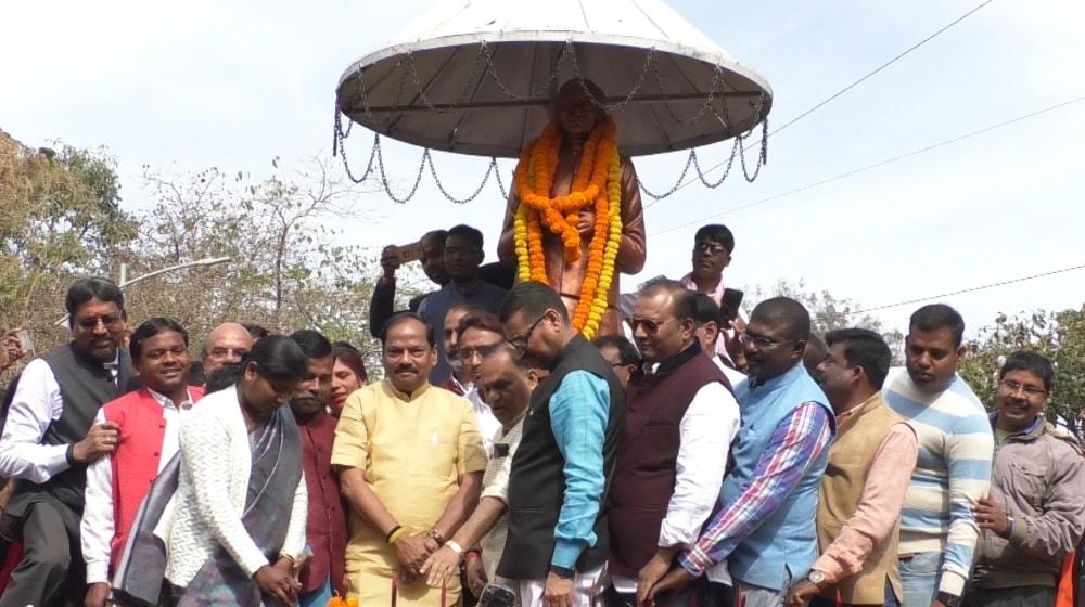 मुख्यमंत्री रघुवर दास ने पंडित दीनदयाल जी की पुण्यतिथि पर उनके प्रतिमा पर श्रद्धा सुमन अर्पित किया