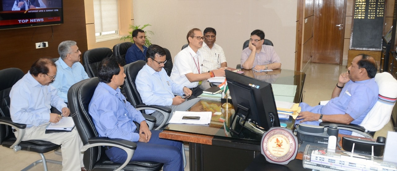 सड़क निर्माण से जुड़े कामों में तेजी लाने के लिए सभी विभाग एक दूसरे से समांजस्य स्थापित कर काम करें - मुख्यमंत्री