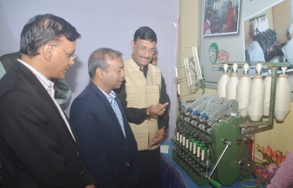 development-commissioner-amit-khare-launched-the-first-solar-charkha-of-jharkhand