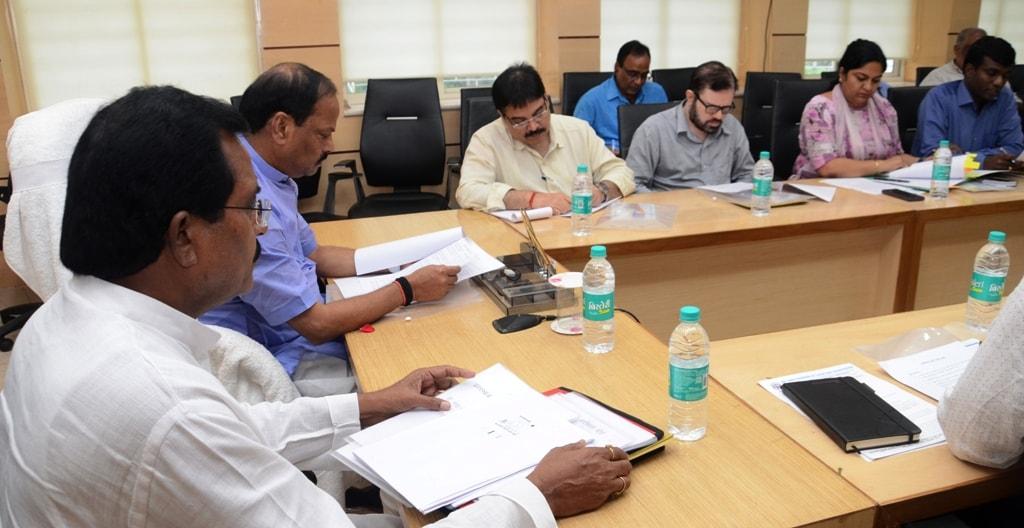 मुख्यमंत्री श्री रघुवर दास ने झारखंड माटी कला बोर्ड की समीक्षा की