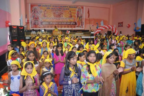 Navratri begins;Girls take part in Ram Path