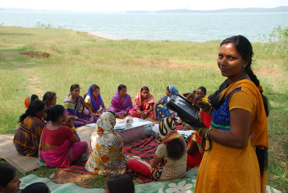tablets-empower-rural-women-promote-shgs-in-jharkhand