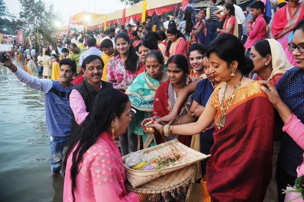 <p>Devotees performing puja at BunosTalab Bahubazar, Ranchi on the occasion of Chhath festival,with this the 4-day long Chhath festival concluded.</p>