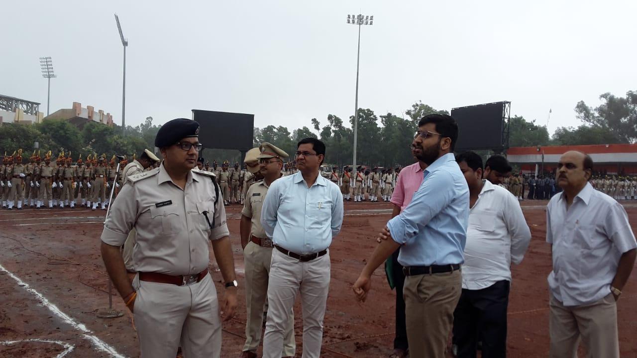 <p>स्वतंत्रता दिवस के पूर्व में मोराबादी मैदान स्थित 15 अगस्त की तैयारी का जायजा लेते हुए जिला उपायुक्त राय महिमा पत्र रे, वरीय पुलिस अधीक्षक अनीश गुप्ता ,नगर पुलिस अधीक्षक अमन कुमार,&#8230;