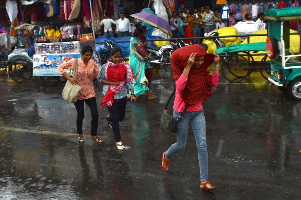 <p>Monsoon arrived with rains lashing Ranchi.With rains,mercury dipped from 32 Deg C to 26 Deg C.</p>