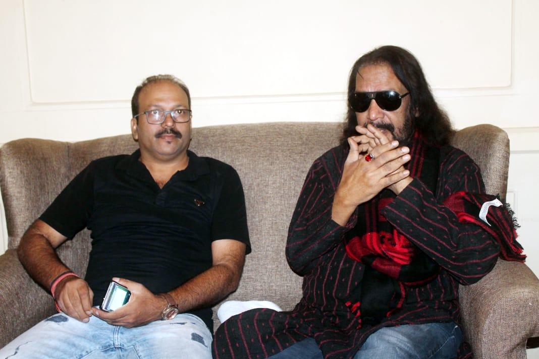 <p>बॉलीवुड के मशहूर फ़िल्म लेखक-निर्देशक इक़बाल दुर्रानी जल्द ही सामवेद का हिंदी एवं उर्दू में अनुवाद कर इतिहास रचने वाले हैं। उनके द्वारा अनुवादित सामवेद का प्रकाशन इसी वर्ष दिसम्बर&#8230;