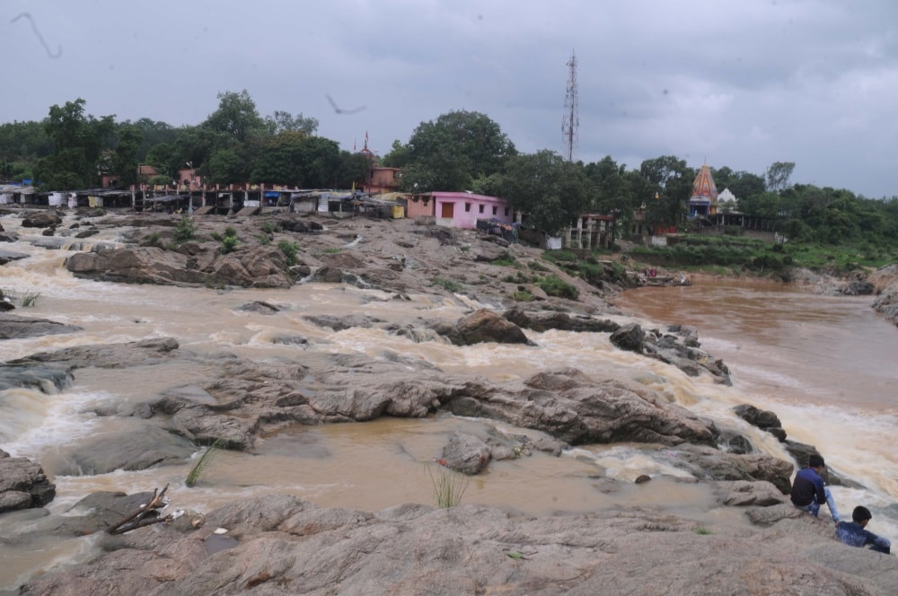 <p>Lacking in water,River of the Rajrappa Mandir in Ramgarh district of Jharkhand not flowing heavily.This has exposed the video going viral in social media showing &#39;four-five&#8230;