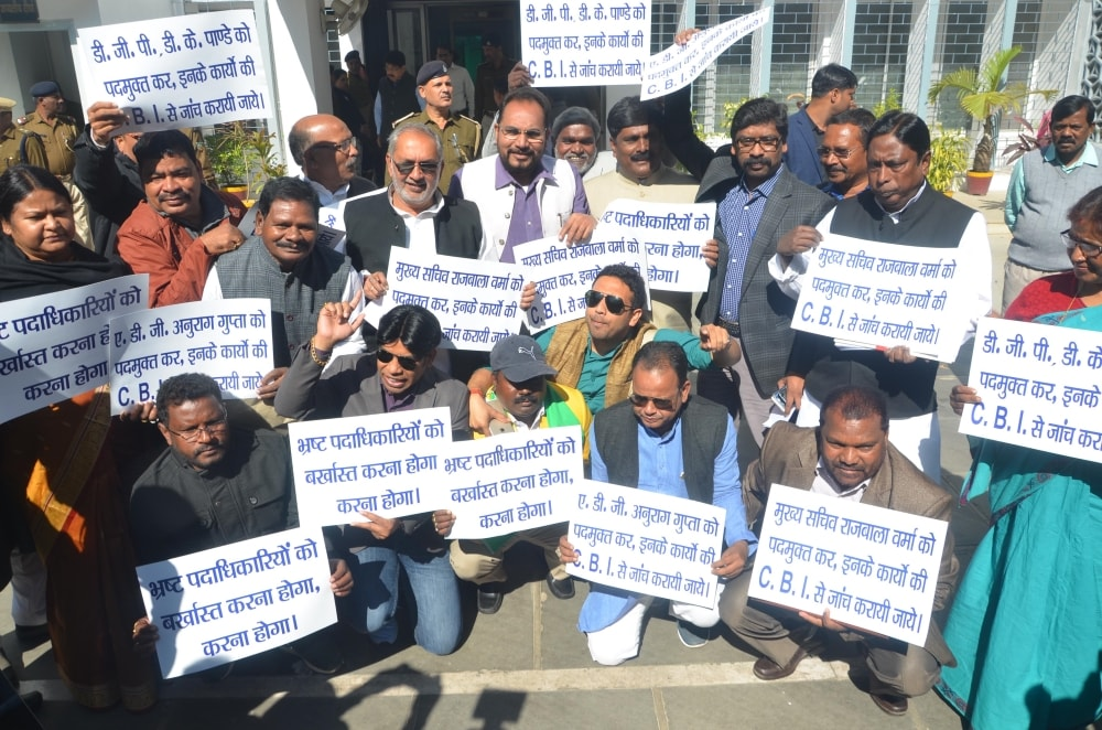 <p>Opposition leaders protest in front of Jharkhand Assembly during the second day of Budget session in Ranchi on Thursday</p>