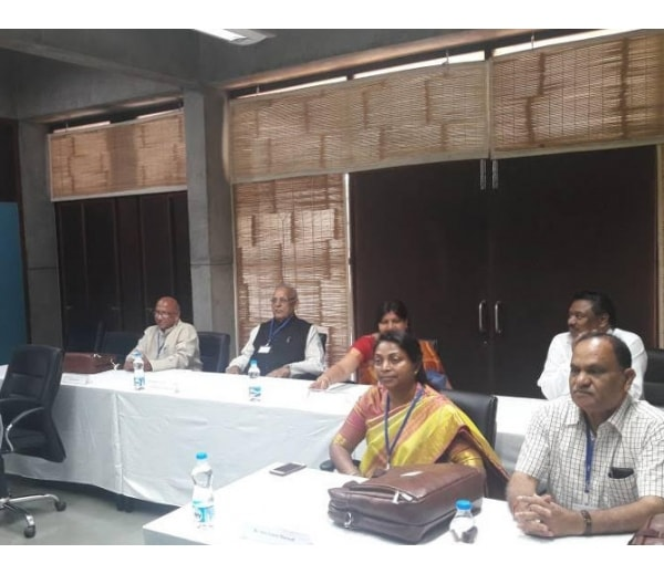 <p>Jharkhand Ministers including Louis Marandi,Saryu Rai and CP Singh have landed in IIM,Ahmedabad to undergo five -day training course in management of e-governance,a scheme prescribed&#8230;