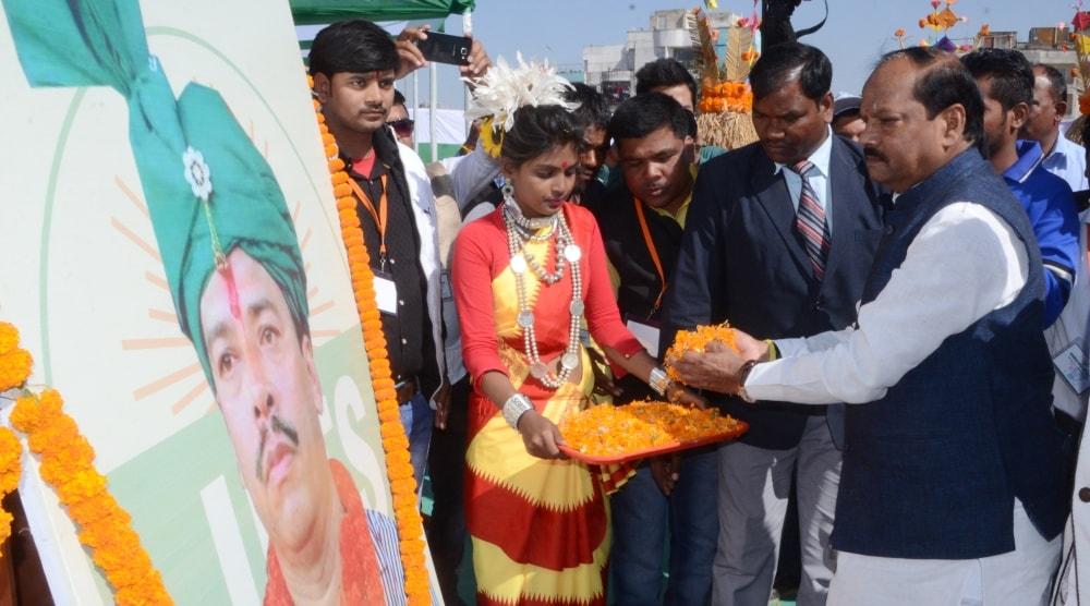 <p>मुख्यमंत्री रघुवर दास ने रांची के हरमू मैदान में आयोजित सामूहिक विवाह समारोह में लोगों को संबोधित किया |मुख्यमंत्रीने कहा कि सामूहिक विवाह को जन आन्दोलन बनायें। इस प्रकार…
