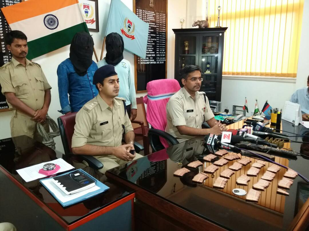 <p>On a tip off,a team of cops guided by Ranchi SSP,Kuldeep Dwivedi,who addressed media persons,recovered one country made Carbine,7.6 mm(AK 47)gun, 212 live catridges,29 live catridges&#8230;