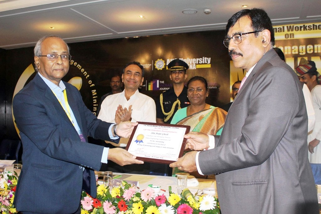 <p>CMD HEC Avijit Ghosh receives 'Lifetime Achievement Award – 2018' for the turnaround of CCL from Governor Draupadi Murmu during the national workshop on 'Safety…