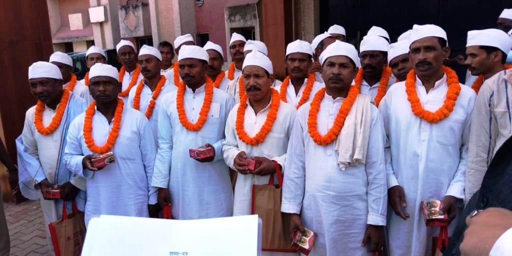 <p>आज दिनांक 02.10.18 को गांधी जयंती के अवसर पर होटवार जेल से 38 कैदियों को रिहा किया गया। रिहा किये गए कैदियों एवं उनके परिजन बहुत खुश हुए।</p>