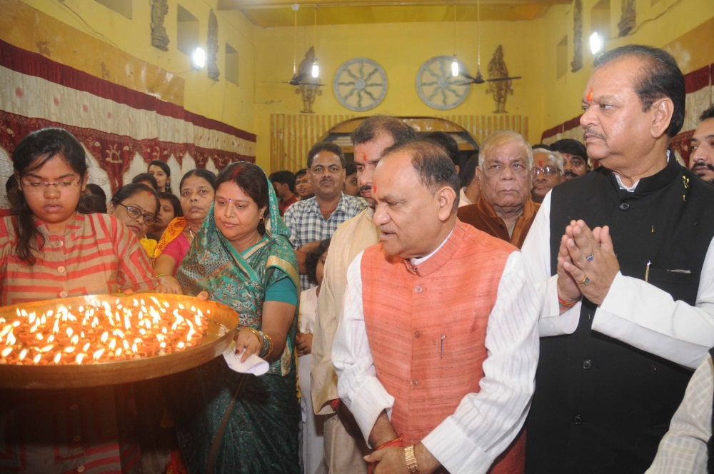 <p>Urban Development Minister CP Singh, former Union Minister Subodh Kant Sahay alonwith Kayastha Parivar devotees performs Aarti during Chitra Gupta puja at Bihar club in Ranchi on&#8230;