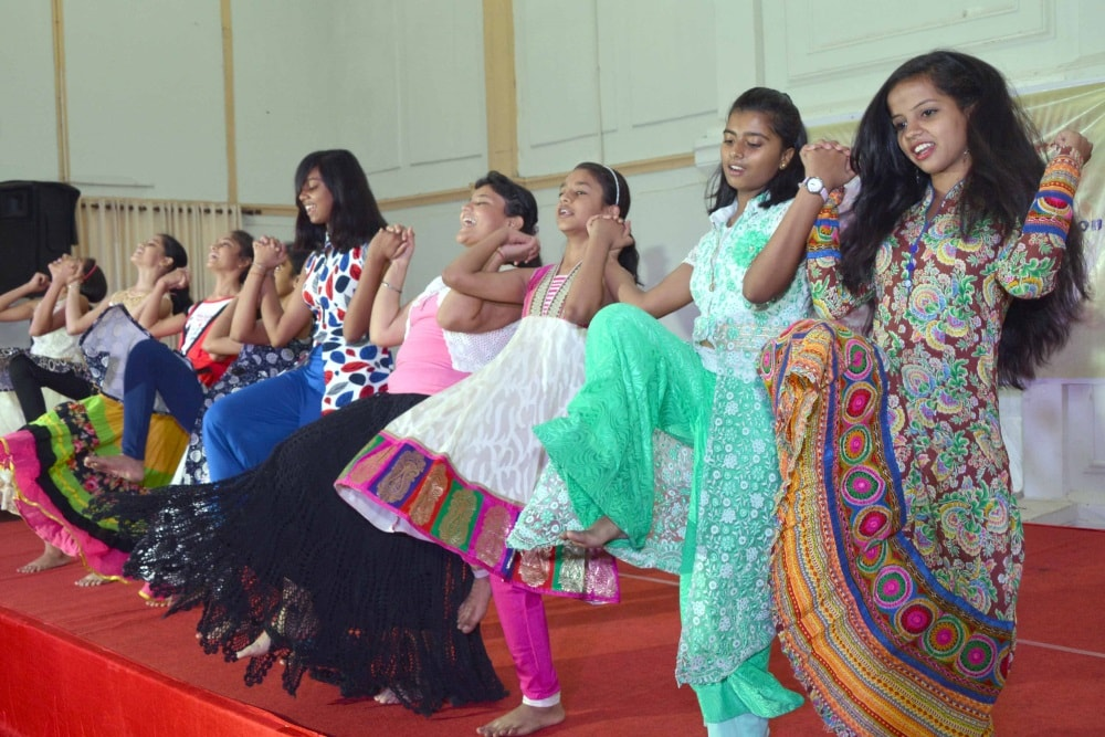 <p>Students of various schools perform during the workshop cum performance on Nagpuri Dance at Audrey house in Ranchi&nbsp;on Wednesday.</p>