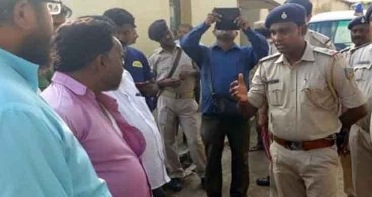 <p>Latehar Naxal attack leaves father and son in the hospital, burns vehicles: Acting on it's on information that they were 'police informers', Maoists carried the attack…