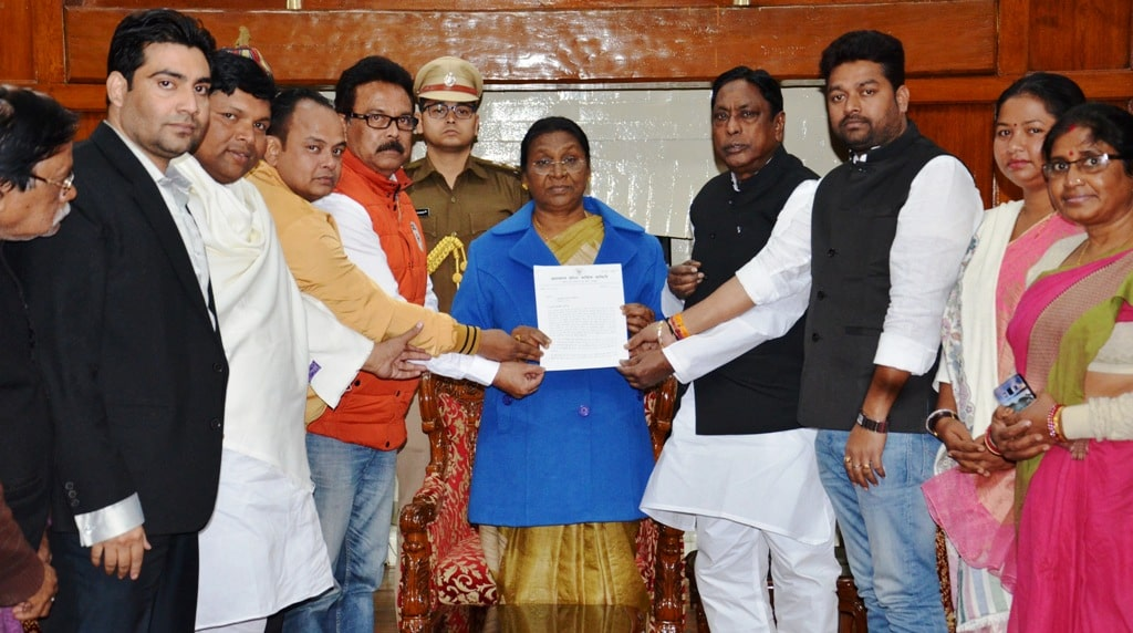 <p>A Congress delegation led by Mr Alamgir Alam met with the Hon'ble Governor Draupadi Murmu in Raj Bhawan on 26/12/2018.</p>