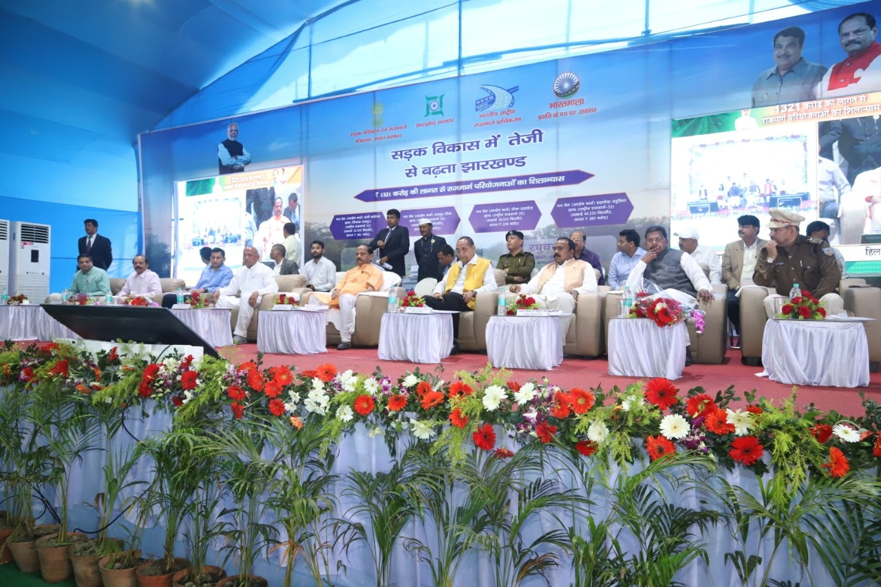 <p>Under the chairmanship of Chief Minister Raghubar Das, Union Minister of Road Transport and Highways, Nitin Gadkari laid the foundation stone of highway projects at the cost of…