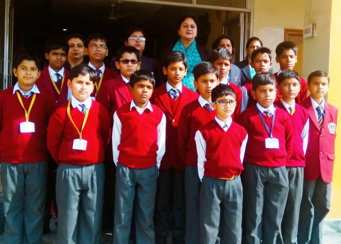<p>Oxford Public School (junior wing)Ranchi, students who did extremely well in the ICAS were felicated by the Principal.</p>