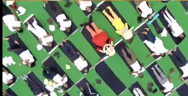 <p>Famous children cartoon characters 'Motu' and 'Patlu' too performed Yoga with the Prime Minister of India Narendra Modi at the Prabhat Tara grounds, Ranchi on Friday.</p>…