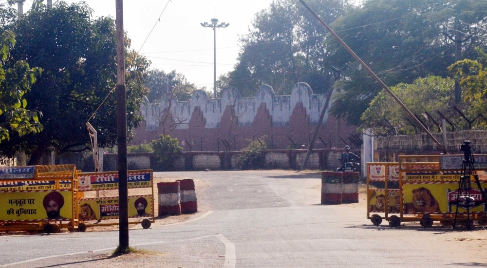 <p>An outside deserted view of Birsa Munda central jail  at Hotwar in Ranchi on Tuesday.</p>