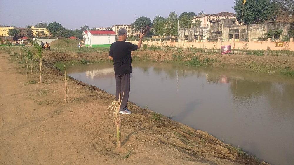 <p>As Sun shines,Additional Chief Secretary cum Secretary to Jharkhand Governor Santosh Kumar Satapathy walks around the Oxygen Park and offers freezed dried food to fishes at Ganapati&#8230;