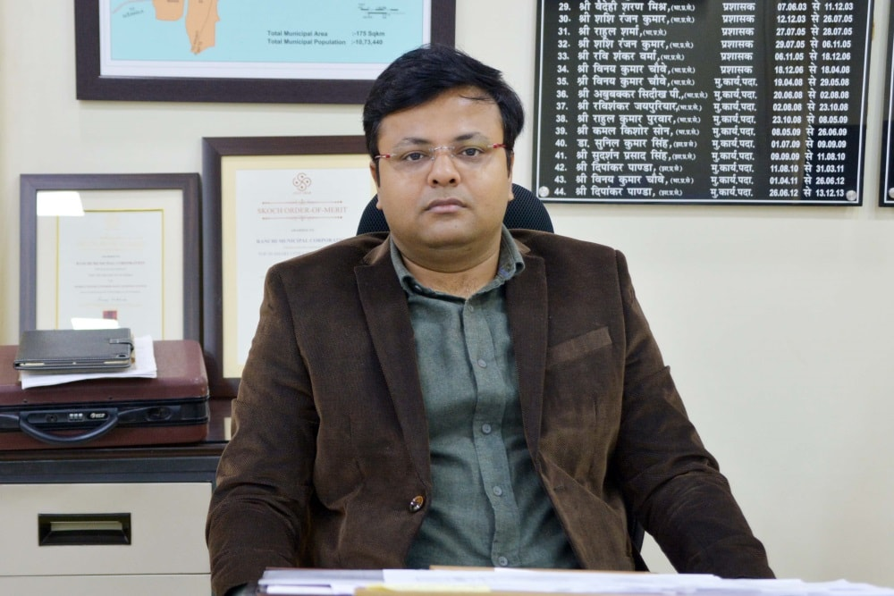 <p>Ranchi Municipal Commissioner Shantanu Kumar Agrahari during&nbsp;a press conference at his office in Ranchi on Saturday.</p>