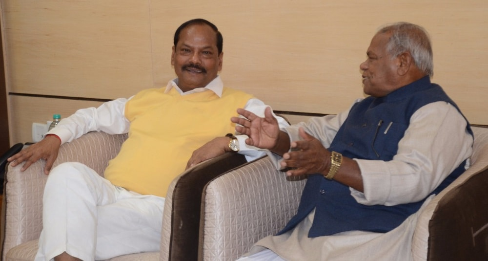 <p>Ex CM of Bihar, Jitan Ram Manjhi met Jharkhand CM Raghubar Das in Ranchi on Thursday</p>