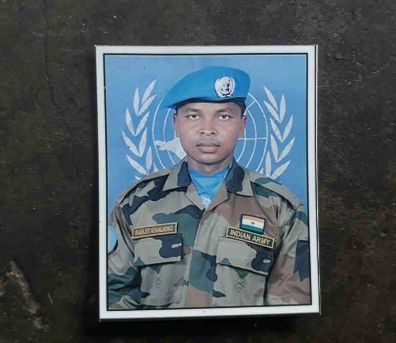 <p>कश्मीर में आतंकवादी हमले में शहीद होने वाले सैनिकों में&nbsp; शहीदों में एक झारखण्ड के राँची जिला के&nbsp; मांडर के बुड़ाखुखरा का&nbsp; शहीद रंजीत खलखो है।घर में परिजनों की जानकारी&#8230;