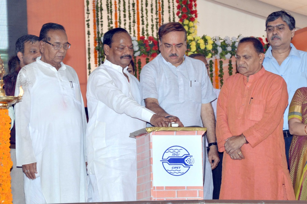 <p>Union Minister of Chemical and Fertilizers,Ananth Kumar,with Chief Minister,of Jharkhand State,Raghubar Das during inauguration of Central Institute of Plastics Engineering…