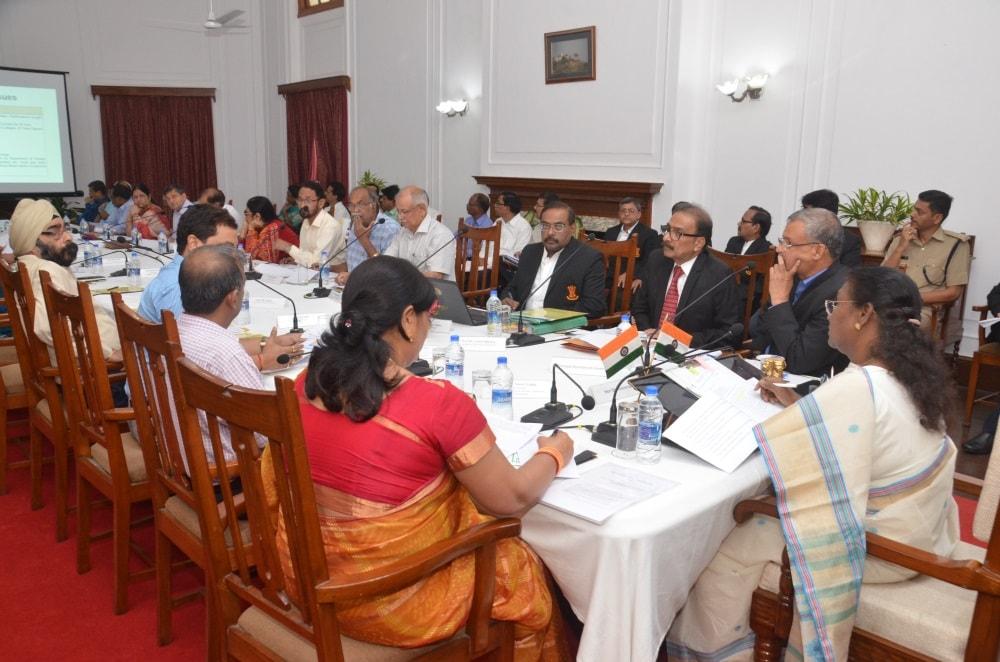 <p>JharkhandGovernor Draupadi Murmu holds meeting with VCs at Rajbhavan in Ranchi on Thursday.</p>