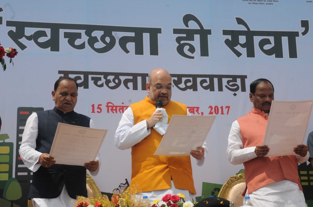 <p>BJP National President Amit Shah alongwith Jharkhand Chief Minister Raghubar Das ( R) and Urban Development Minister CP Singh during cleanliness drive&nbsp;camping&nbsp;in Ranchi&#8230;