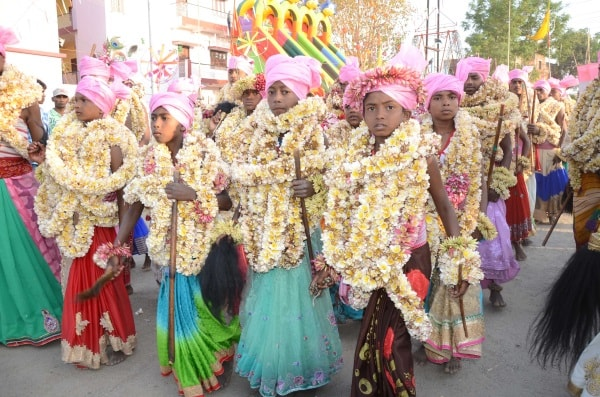 <p>Hundreds of people watched them walk over the surface of fire on the occasion of tribals annual programme-Manda-in Chutiya locality of Ranchi.</p>