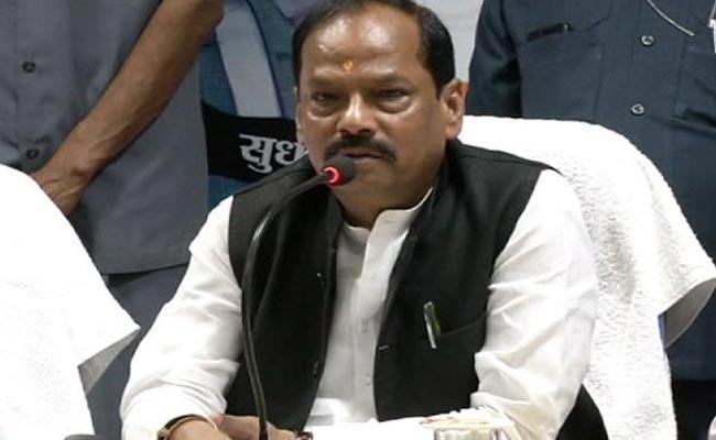 <p>मुख्यमंत्री ने की बारिश व रोपा की समीक्षा, कहा, सरकार किसानों के फसल बीमा प्रीमियम का करेगी भुगतान |</p>