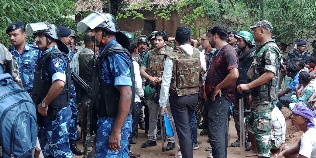 <p>खूंटी में पत्थर गढ़ी के गांव में पुलिस प्रशासन कर रहे हैं सर्च अभियान</p>