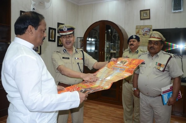 <p>Jharkhand Fire Brigade personnel handed over and displayed poster connected with Fire Brigade details before Chief Minister Raghubar Das inside his official residence in Ranchi&#8230;