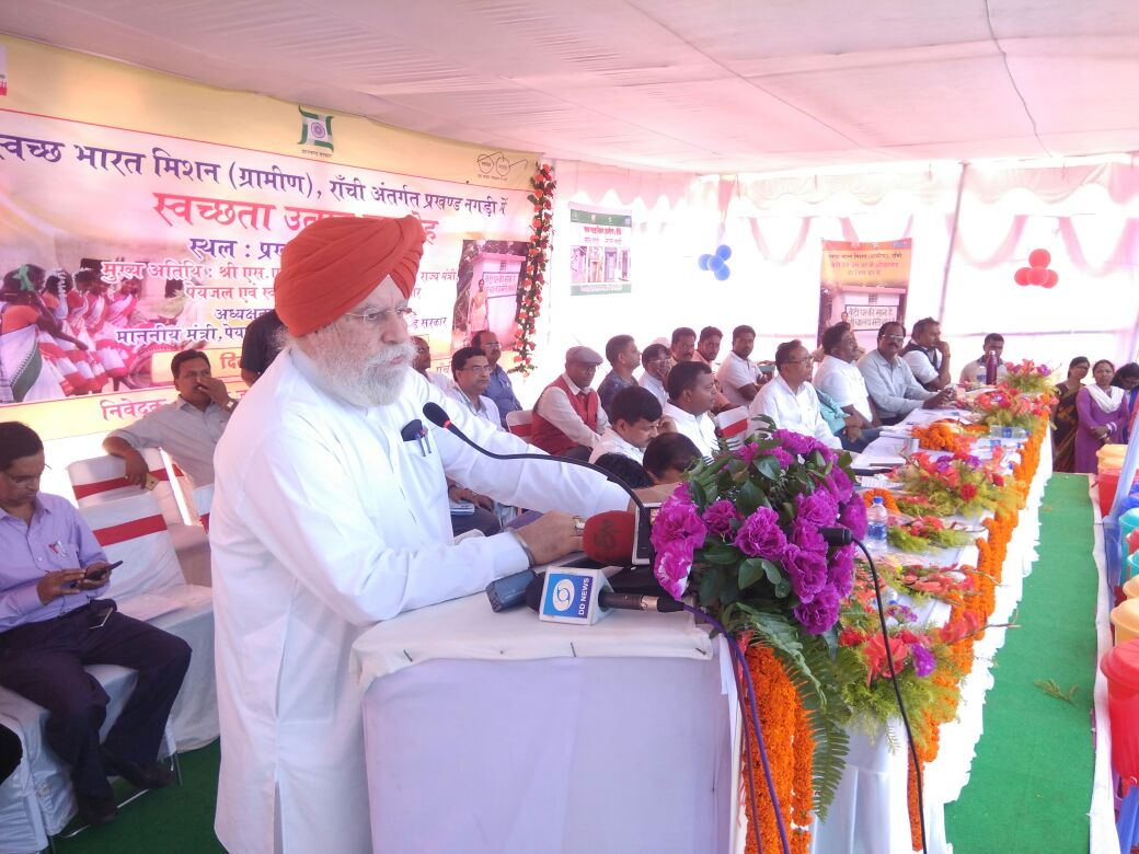 <p>Union Minister of State, S. S. Ahluwalia took part in a programme 'Swwachta Utsav' organised at Nagri block under ranchi district on Friday.</p>