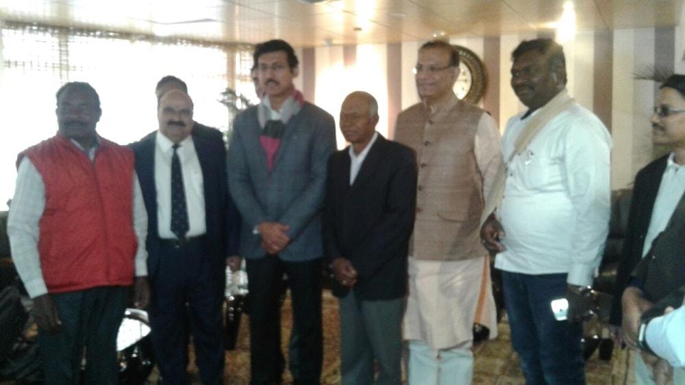 <p>केंद्रीय खेल मंत्री (स्वतंत्र प्रभार) राज्यवर्द्धन सिंह राठौड़ और राज्य के खेल मंत्री अमर कुमार बाउरी होतवार स्थित मेगा स्पोर्ट्स काम्प्लेक्स पहुंचे।माननीय मंत्रीगन खेल अकादमी…