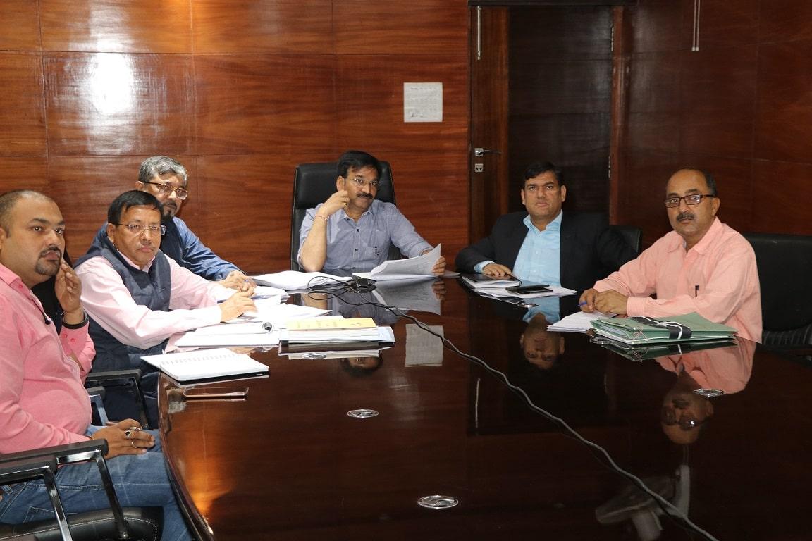<p>श्री विनय चौबे, अपर निर्वाचन पदाधिकारी और श्री मनीष रंजन, अपर निर्वाचन पदाधिकारी ने आज दिनांक 09/03/2019 को सभी जिला निर्वाचन पदाधिकारियों के साथ की वीडियो कांफ्रेंसिंग |</p>