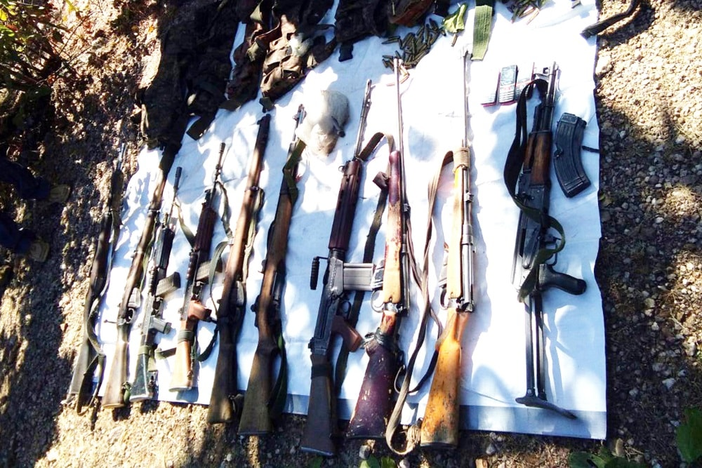 <p>Police personnel displayed seized arms and ammunition recovered after an encounter with a splinter group of extremists JJMP (Jharkhand Jan Mukti Parishad) at a forest under Latehar&#8230;