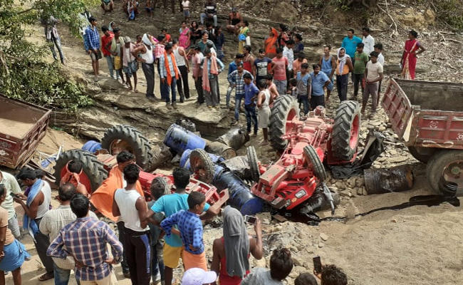 <p>Two tractors collided along Bihar-Jharkhand border in Chatra causing death to three persons including two women. Nine workers were injured in the accident, police said.</p>