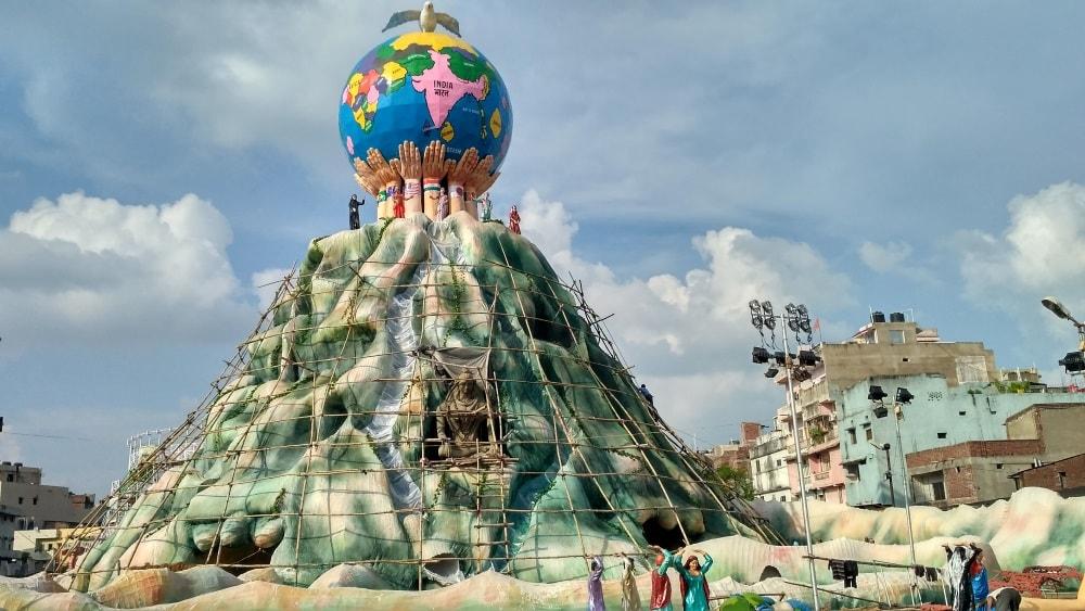 <p>As Maha Saptami is in&nbsp;5 days, the Durga puja pandal of&nbsp;Nav Yuvak Sangh Durgapuja Samiti upper bazar Ranchi is slowly begining to take shape.</p>